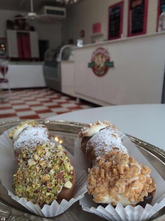 ‪Romolo's Cannoli and Spumoni Factory‬