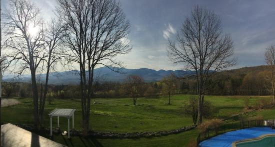 Sugar Hill, New Hampshire: Beautiful views of the mountains from the room (and dining room, too)