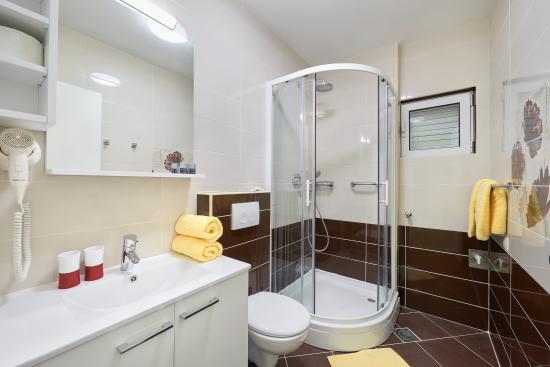 Apartments Komazin : SUNCE bathroom