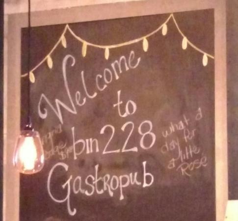 Glastonbury, CT: Bin 228 Gastropub