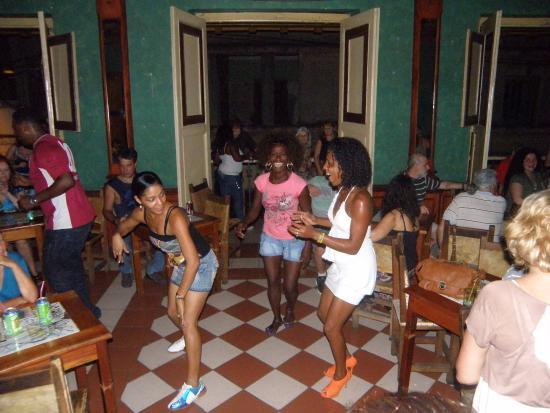 La alegria cubana fotograf a de casa de la trova santiago de cuba tripadvisor - La casa de la alegria ...