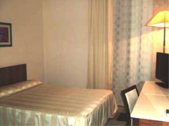 Camera da letto, di sera. - Picture of Europa Palace Hotel, Messina ...