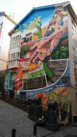 Mural Eskuz-Esku Crecimiento