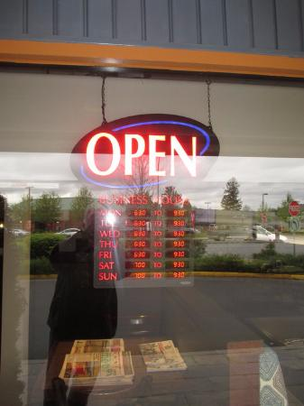 Port Coquitlam, Kanada: Hours of Business