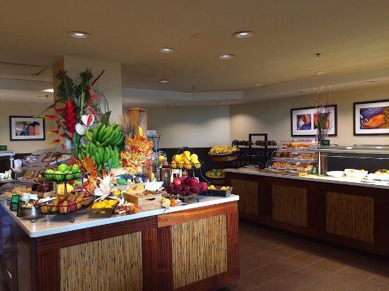 Breakfast buffet - Picture of Hilton Hawaiian Village ...