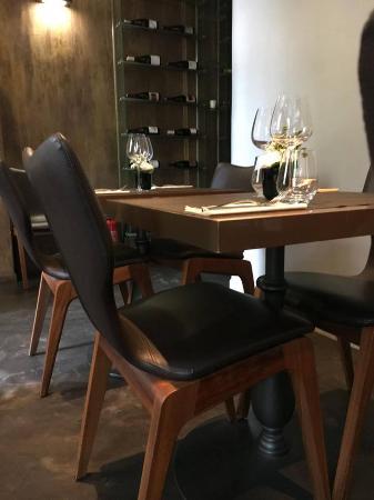 Le Marcab : Des chaises confortables qui font de votre passage ici un moment de détente