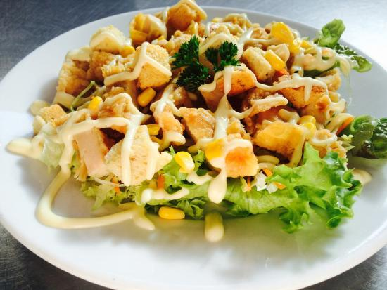 Бэллинаслоу, Ирландия: Crispy Chicken salad with Croutons