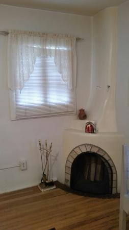 Inn at Pueblo Bonito Santa Fe: Kiva fireplace. Cost $15 per day IF used.