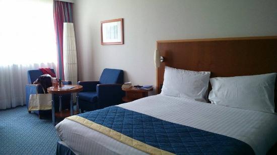 radisson blu hotel lit queen size et petit salon - Lit Queen Size