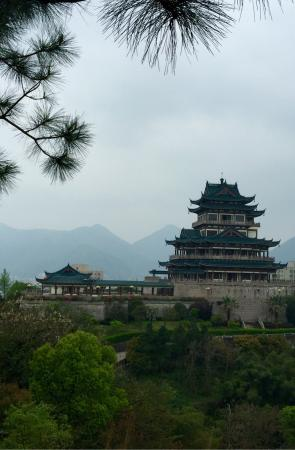 Wenling, Kina: Lovely few hours. Peaceful. Free entry to pavilion. Beautiful also at night to see the lights. T