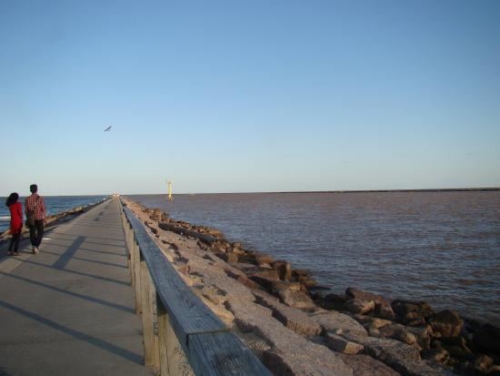 Surfside Beach, TX: 1 mile to end of jetties