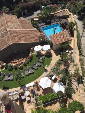 Hotel Villa Carlotta: Take your pick from the sun beds