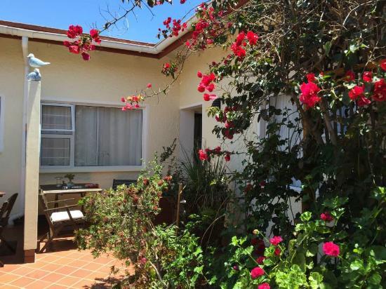Meike's Guesthouse: Innenhof mit Zimmerzugang