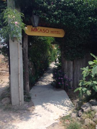 Mikaso Hotel Resto: Entrada
