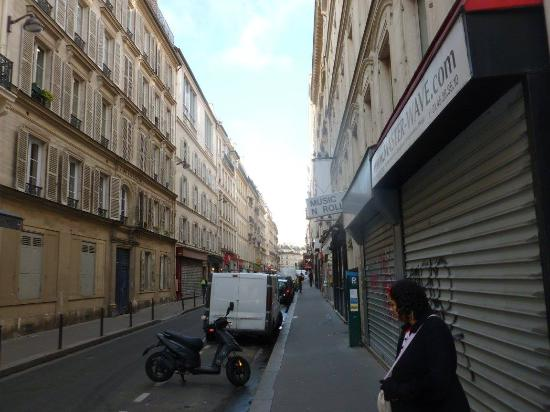 Hotel St. Georges Lafayette: The street that the hotel is on