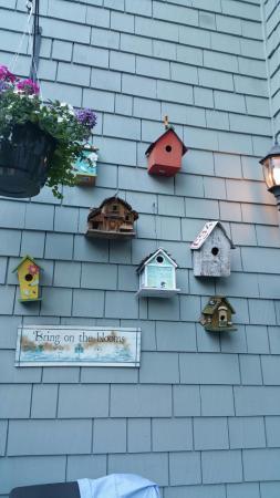 Greystone Bed & Breakfast: Birdhouse collection on balcony