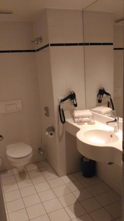 Vienna House Easy Landsberg: Banheiro com secador