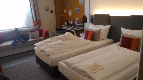 Vienna House Easy Landsberg: O cheiro do carpete dessa cabeceira me incomodou