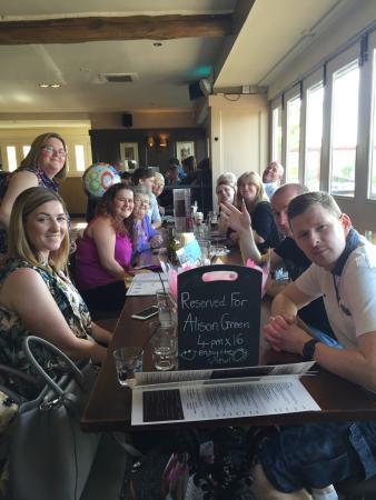Hoghton, UK: Celebrating my mums 80th birthday at the Boatyard inn. 🎉🎂🎉