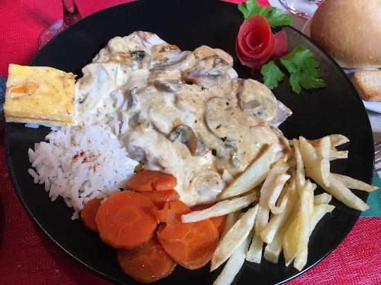 El Bernegal : Solomillo de cerdo en salsa de champiñones
