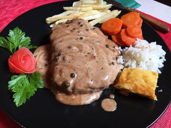 El Bernegal : Solomillo de res en salsa de pimienta verde