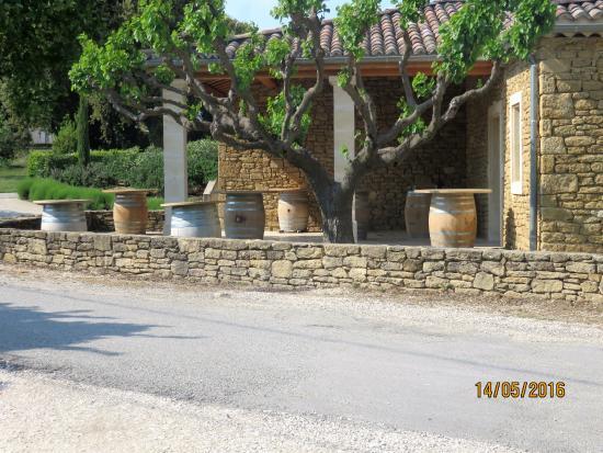 Domaine de Montine : Tables extérieures