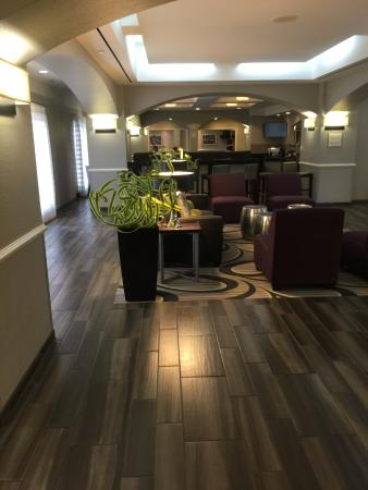 La Quinta Inn & Suites San Antonio Airport: photo1.jpg