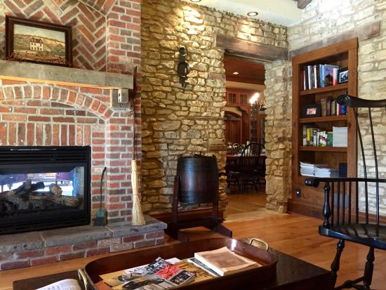 Rockton, IL : An older part of the house with a sitting room.