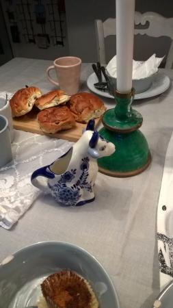 The Blue Sheep Bed & Breakfast Amsterdam: O leite servido na vaquinha
