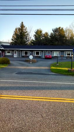 Grand View Motel: Exterior of motel