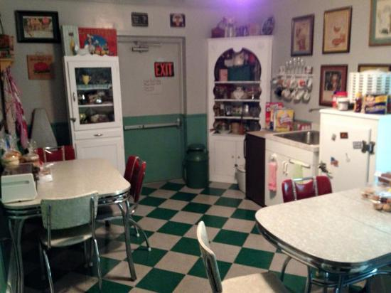 A Sentimental Journey Bed and Breakfast: Cute retro kitchen