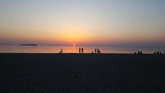 Kanonji, Ιαπωνία: Sunset on the beach, at kotohiki.