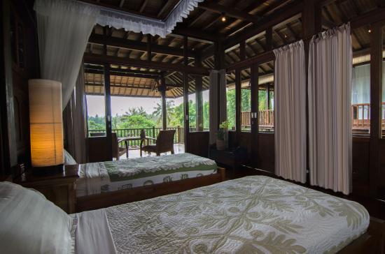 Villa Atas Awan: The twin bedroom