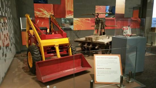 Melroe M200 Self-propelled loader - Picture of North Dakota Heritage