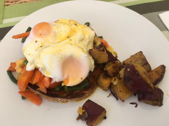 Cafe Vila: Vegetable eggs benedict