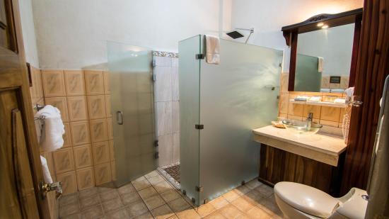 Hotel San Bada: New remodeled baths
