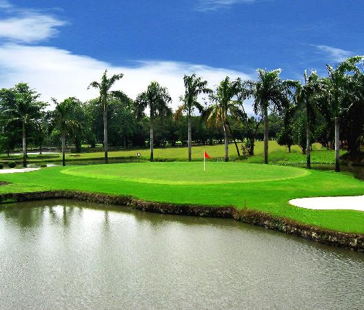Cilegon, Indonesia: Artificial Pond in hole 14