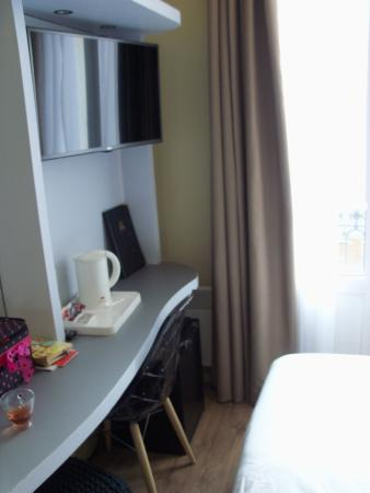 BEST WESTERN Hotel Riviera: Tight but tidy and modern