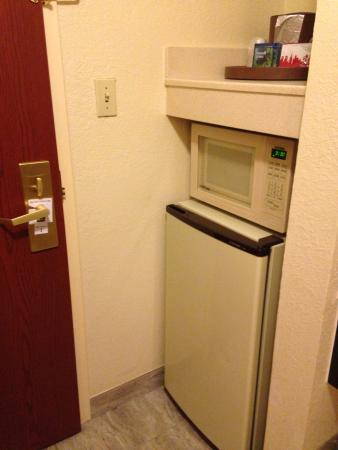 Gardendale, AL: Clean low-budget room could use a handyman. Smokers paradise.