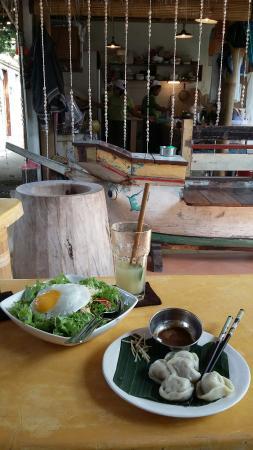 Mas, Indonesia: Chicken Gyouza + Taco Rice ala Kate Topi + Lemon ginger honey : so good !