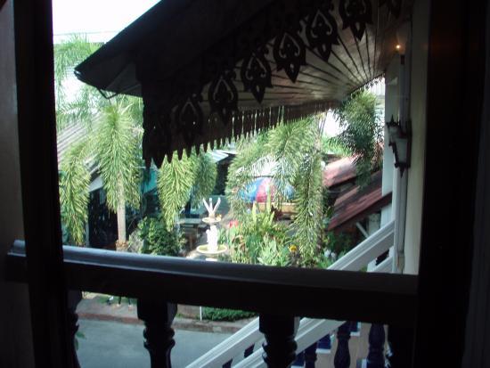B.M.P. Residence: Petit balcon donnant sur le restaurant de l'hotel