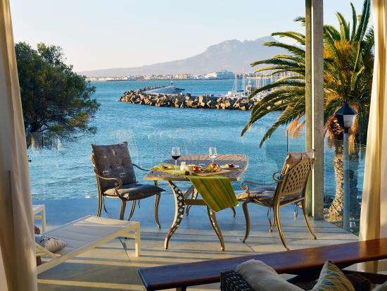 Gordon's Bay, Sudáfrica: Fabulous balconies overlooking ocean