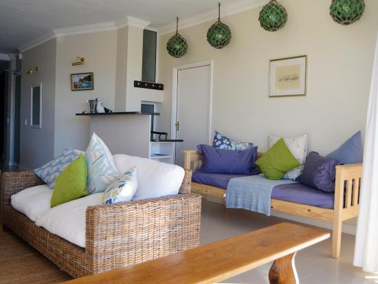 Gordon's Bay, Sudáfrica: Beachy atmosphere tastefully furnished with quality finishes