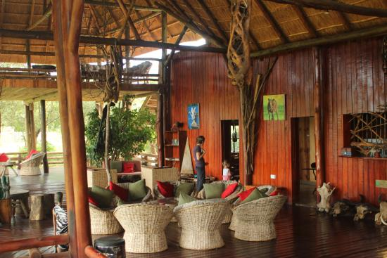 Mburo Safari Lodge: The main pavilion seating