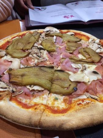 Grâce-Hollogne, เบลเยียม: pizza aubergines