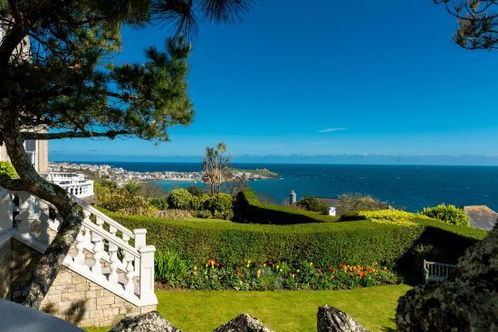 Blue Hayes Hotel: hotel garden & sea view