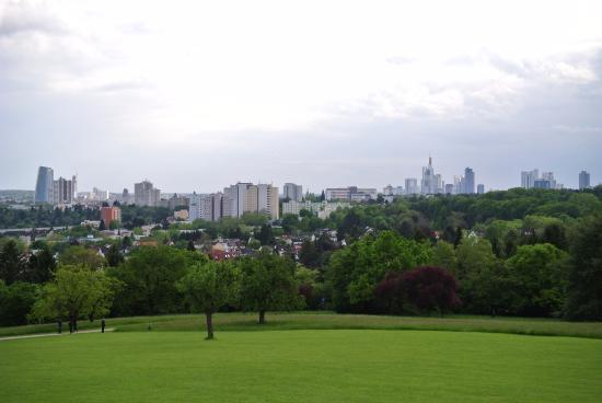 Skyline von FFM vom Lohrberg aus - Picture of Lohrberg Schanke ...