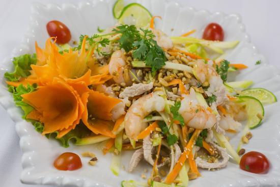 Hanoi Pearl Hotel: Mango salad with pork & prawns