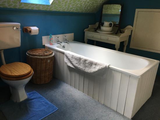 Mine Hill House: Bathroom