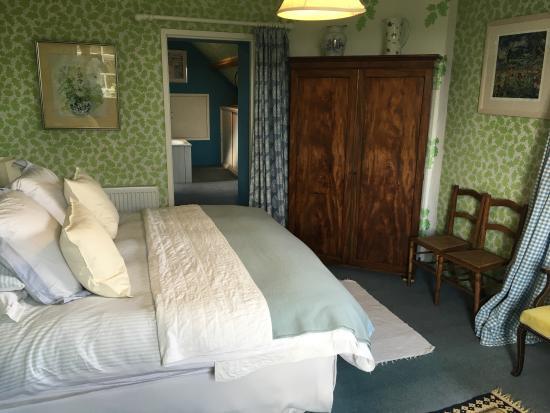 Mine Hill House: Bedroom